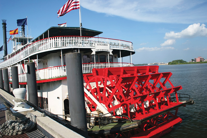 USA - Lunch on a Paddle Steamer