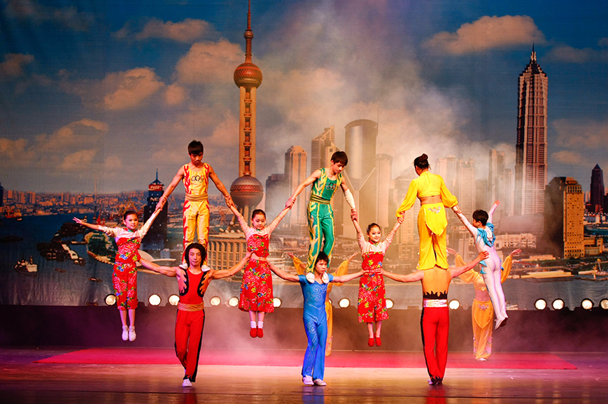 China - Shanghai Acrobats including dinner