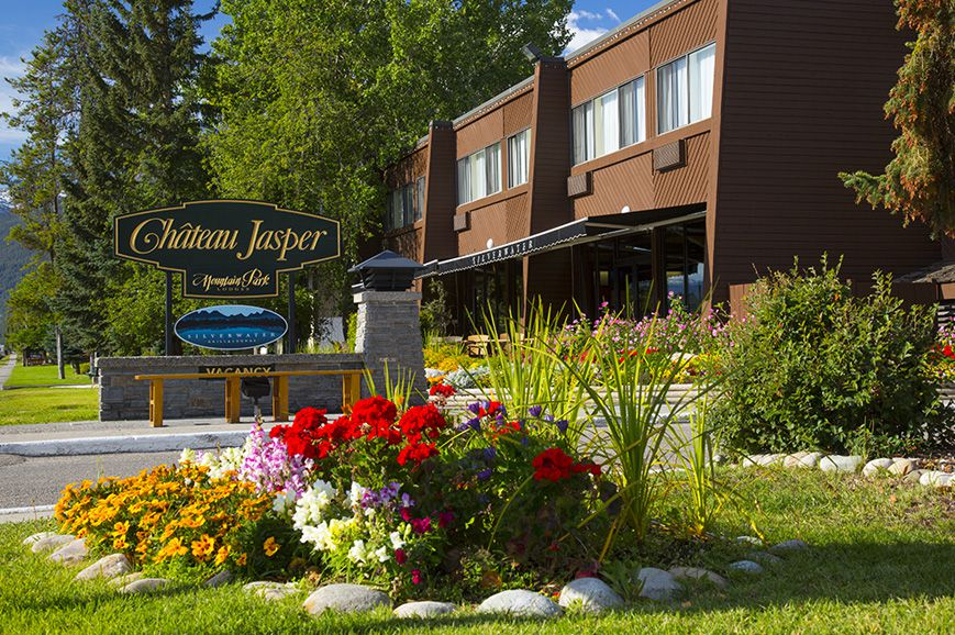 Canadian rockies with rocky mountaineer escorted tours for Decore hotel jasper