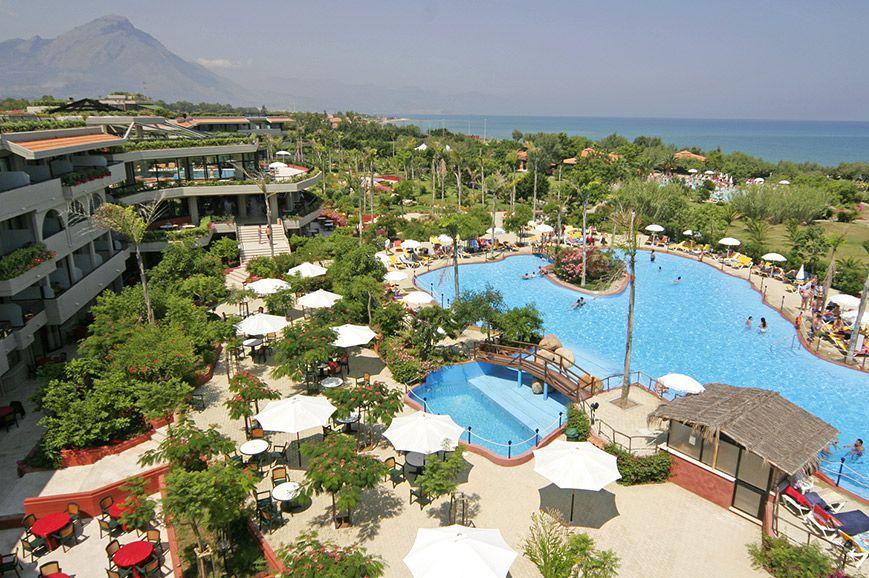 fiesta-resort-hotel-campofelice-de-roccella-1.jpg