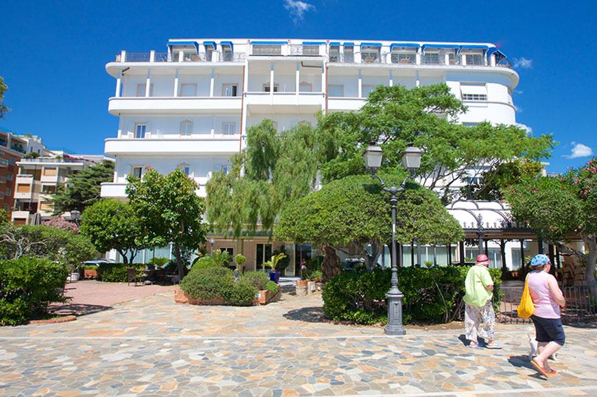 grand-hotel-mediteranee-1.jpg