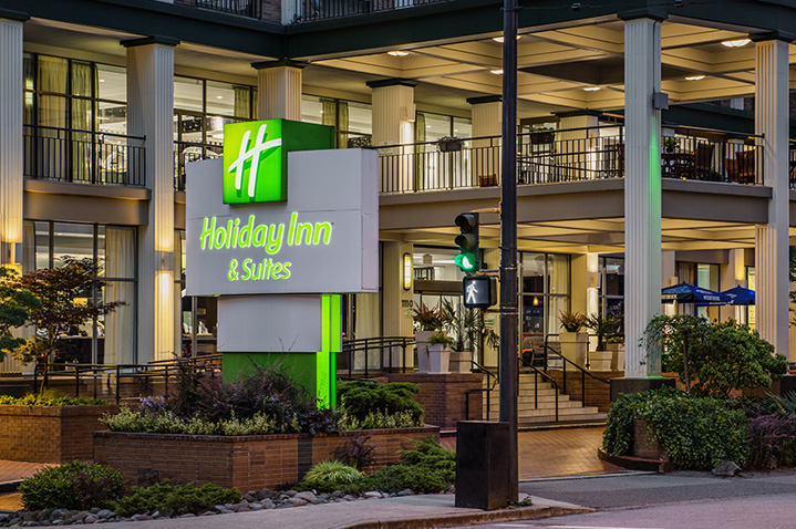 holiday-inn-and-suites-downtown-vancouver-4.jpg