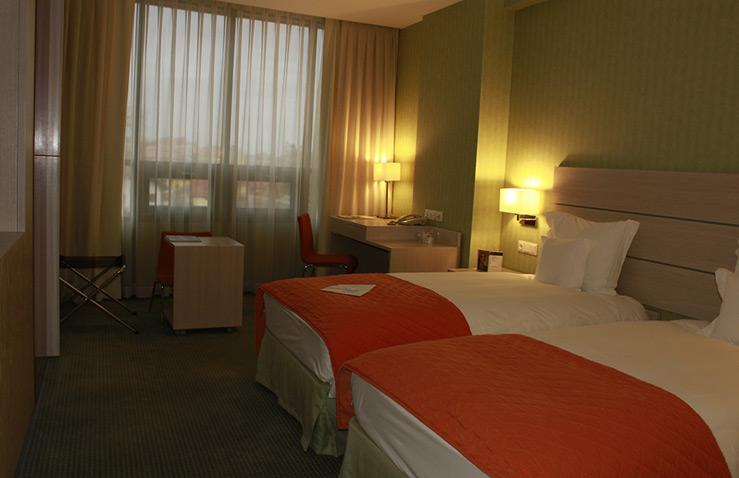 hotel-golden-tulip-ana-tower-1.jpg