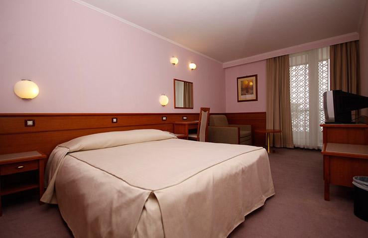 hotel-kolovare-1.jpg