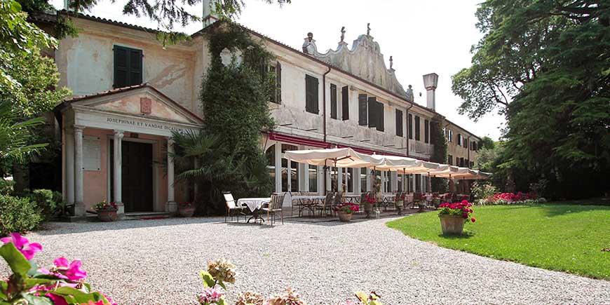 hotel-villa-luppis-1.jpg