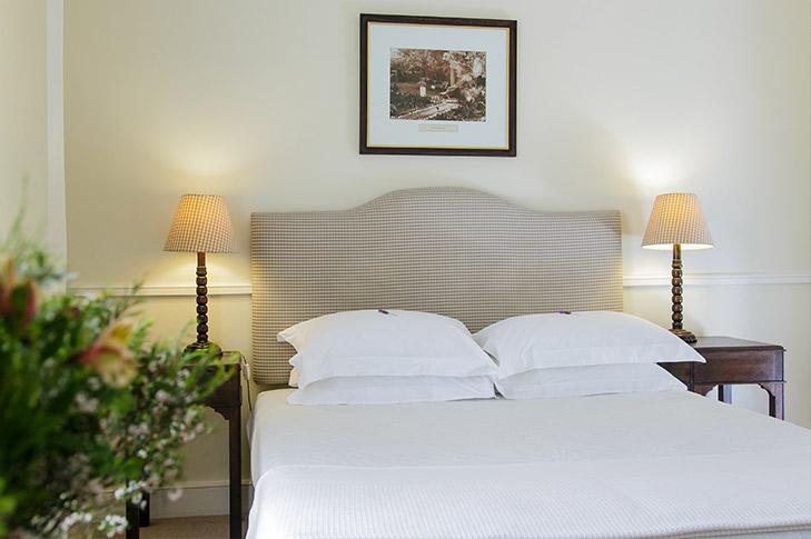 queens-hotel-oudsthoorn-2.jpg