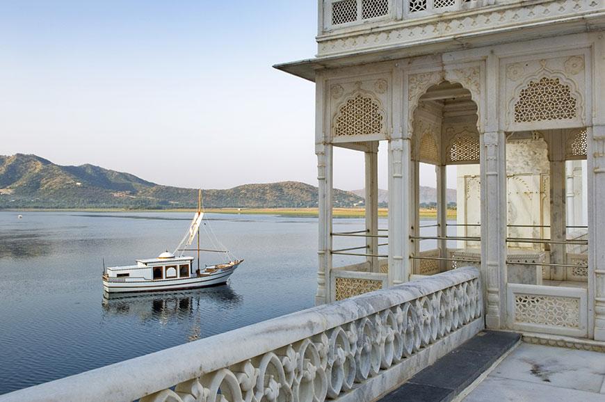 taj-lake-udaipur-new-2.jpg