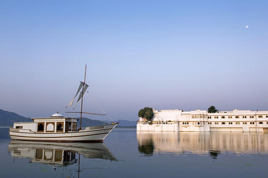 taj-lake-udaipur-new-3.jpg