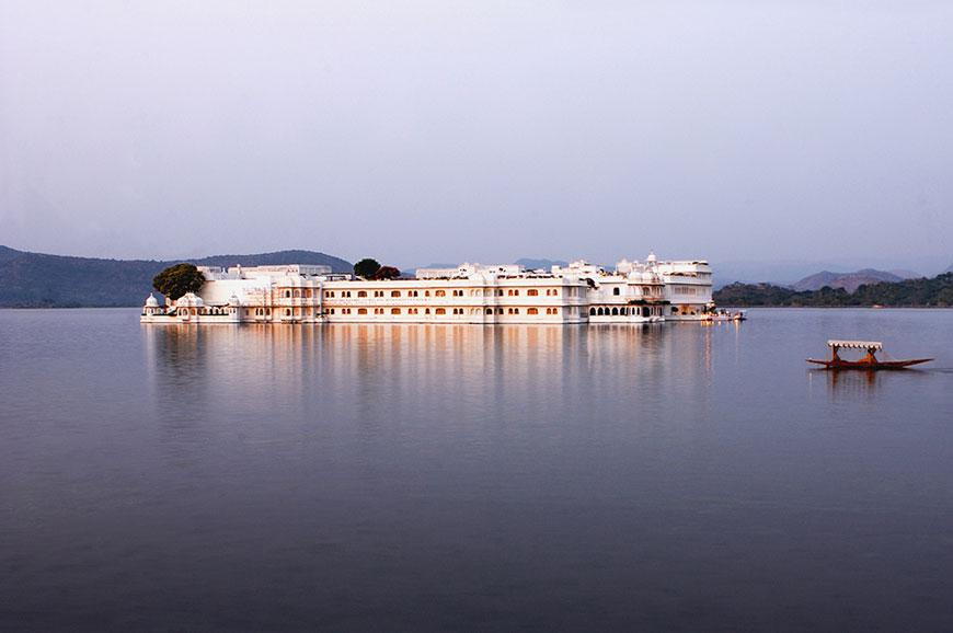 taj-lake-udaipur-new-4.jpg