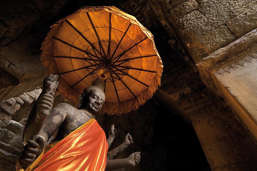 Angkor War Statue